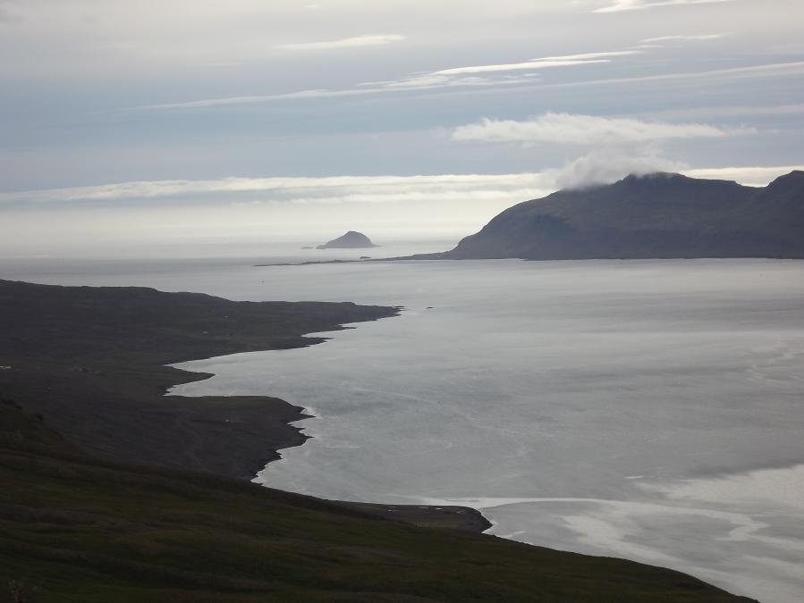 Kleine Insel im Fjord