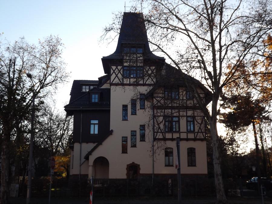 Dieses Haus erinnert mich immer an Tartu.