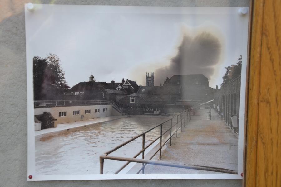 Dieses Foto, das in einem Schaukasten im Victoria Garden hängt, zeigt, wie das Gelände einmal ausgesehen hat.